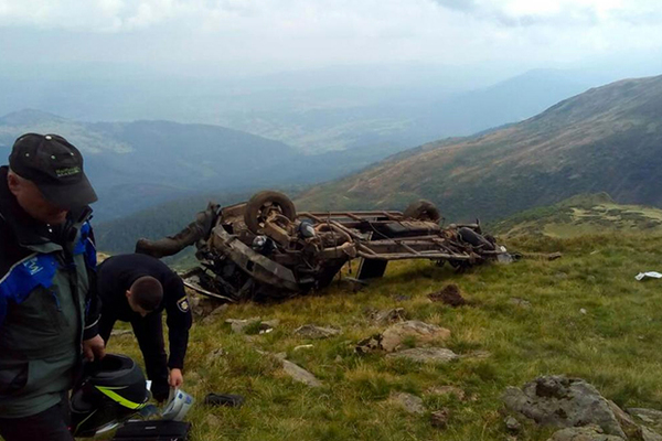 Двое туристов с Украины свалились в ущелье и погибли