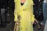 Звезда шоу «The X Factor» Ли-Энн Пиннок продемонстрировала знание трендов и пришла на показ House of Holland в ярко-желтом платье, напоминающем тренч-дождевик.