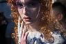 В Лондоне нашлось место не только жене Рональда Макдоналда, но и невесте Фредди Крюгера. Клешня у нее, правда, скромнее, зато очки остромодные. Показ проекта Fashion East.
