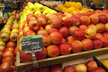 Вслед за нашпигованной булавками клубникой в Австралии нашли яблоки с иглами