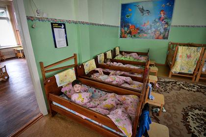 ВИЧ-положительным россиянам разрешат усыновлять детей