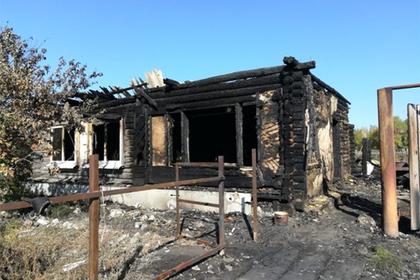 Девятилетний мальчик спас из горящего дома двух малышей и свою мать