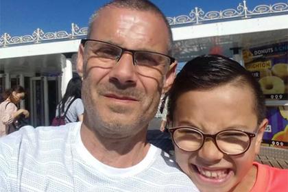 Мальчик-аутист пережил травлю в школе и прославился