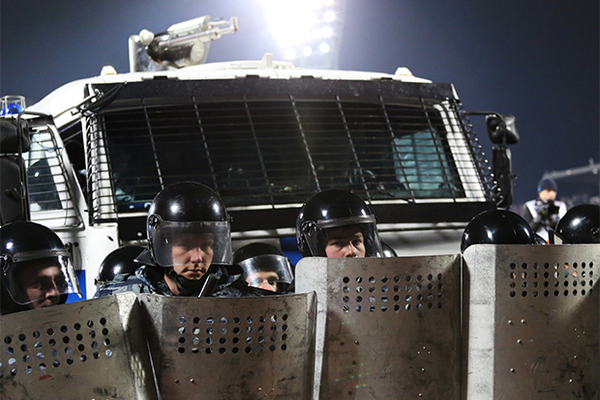 ОМОН убрал водометы с разгонных машин ради здоровья митингующих