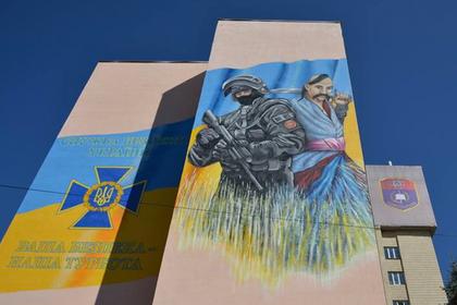 Сооружение СБУ украсили изображением «бойца спецназа ФСБ»