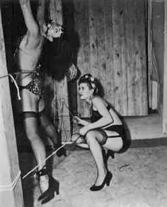 Бетти Пейдж в съемке Банни Йегер Jungle Bettie, 1954 год