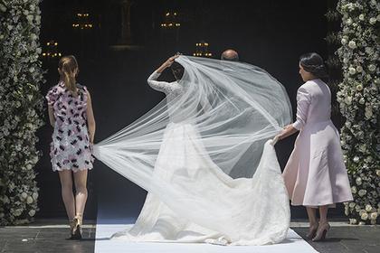 Невеста приказала гостям молча дарить деньги и была поднята на смех