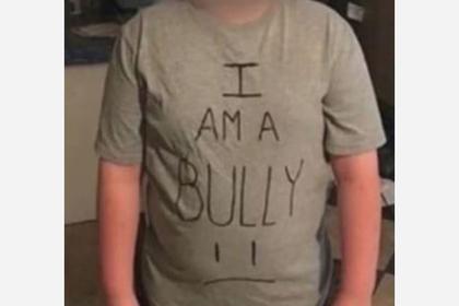 Мать заставила сына носить позорную футболку и навлекла гнев других родителей