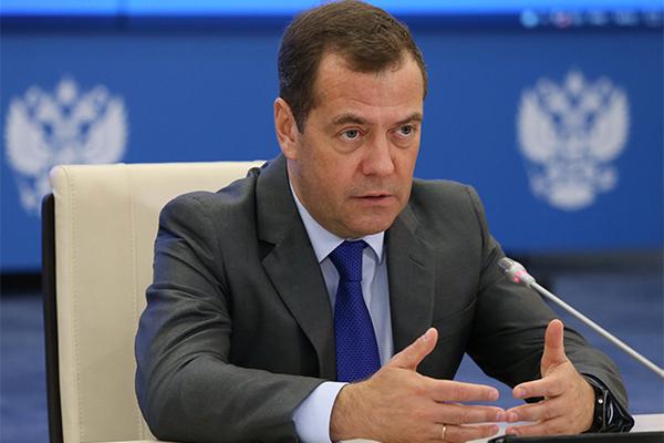 Медведев предупредил о непростых годах