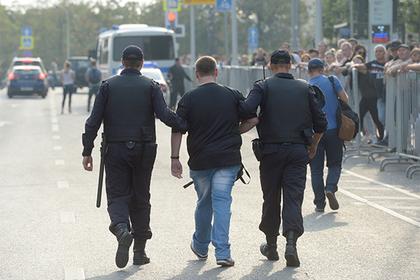 Российские родители подписали запрет на участие школьников в митингах