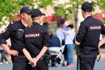 Четверо с топорами напали на такси в Москве