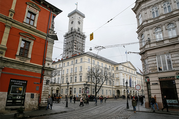 Западные дипломаты осудили запрет русского языка во Львове