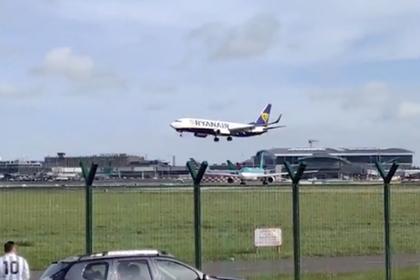 Пилот подлетел к посадочной полосе и в последний момент передумал сажать самолет