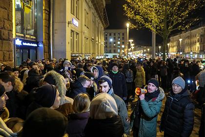 Место в очереди за iPhoneXs оценили в 450 тысяч рублей