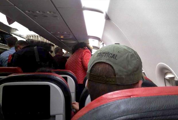 Если вы собрались лететь в зону конфликта, то вы убедитесь, что каждый пассажир в самолете знает, что с ним летит настоящий «тактический оператор»