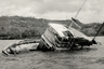 <p>3октября 1955 года торговое судно «Джойита» вышло из порта на тихоокеанском острове Самоа и взяло курс на острова Токелау. На борту находились 25 человек: 16 моряков и 9пассажиров. В трюм погрузили лесоматериалы, медикаменты, пищевые продукты и пустые бочки из-под нефти. Судну предстояло преодолеть 430 километров — это два дня пути.  <p>Когда «Джойита» не пришла в срок, начались поиски, но судна нигде не было. Его отыскали лишь через пять недель в 970 километрах от намеченного маршрута. На борту не было ни души, четыре тонны груза тоже исчезли. Шлюпка и три спасательных плота отсутствовали, а на палубе валялась сумка доктора со скальпелем, стетоскопом и окровавленными бинтами. Что произошло на «Джойите», никто не знает.