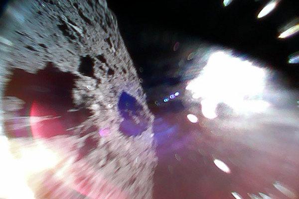 Фото с поверхности астероида Рюгу