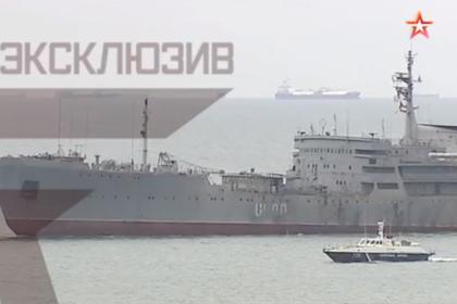 Появилось видео прохода кораблей ВМС Украины под Крымским мостом