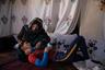 Фотограф Оливье Жобар встретил героя фотосерии Горбана в 2010 году, когда тому было всего 12 лет. Маленький беженец из Афганистана жил на улицах и спал под парижскими мостами. Долгий и трудный путь мальчика в чужой стране начался с бюрократической ошибки: из-за проблем с переводом документов днем рождения Горбана указали 31 ноября — день, которого нет в календаре.   <br> <br>  В 2017 году подросший Горбан сумел смириться со своим прошлым и решил отыскать мать, с которой был насильно разлучен. Последние восемь лет Жобар сопровождал Горбана в его повседневных делах и помогал ему, попутно документируя его жизнь.