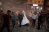 Молодожены Саед Абу Асер (Saed Abu Aser) и Фаластин (Falasteen) проходят сквозь дым от фейерверков в день бракосочетания. Свадьбы стали редкими радостными событиями, которые могут разбавить мрачное существование в секторе Газа. Фотограф Халил Хамра называет эту небольшую территорию своей большой страстью. Его привлекает буйство чувств: страдания, боль, голод, нищета и другие трагедии человеческой жизни — все это на 360 квадратных километрах делят между собой несколько миллионов человек.