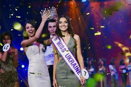 «Мисс Украину» лишили короны из-за тайного ребенка