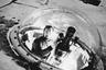 На острове Хейса (Земля Франца-Иосифа) с конца 50-х годов начала работу самая северная в мире обсерватория. На фото: полярник с телескопом в обсерватории имени Э. Кренкеля. Остров Хейса, Земля Франца-Иосифа. 1970-е