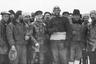 Северный полюс покоряли не только на лыжах, судах, упряжках и самолетах. В 1928 году экспедиция под руководством итальянского исследователя Умберто Нобиле успешно преодолела путь от Шпицбергена до Северного полюса на дирижабле. Вот только, к несчастью, на обратном пути они потерпели катастрофу. Часть экипажа погибла. А оставшимся пришлось около месяца провести на льду в лагере, который получил известность как «Красная Палатка». Последних членов экспедиции Нобиле 12 июля забрал советский ледокол «Красин» (см. фото).