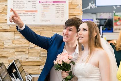 «Бургер кинг» бесплатно устроит свадебные банкеты россиянам