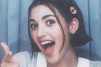 Фанатов поразило старое лицо на школьной фотографии Ким Кардашьян
