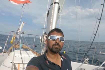 Плывущий вокруг света яхтсмен застрял с раненой спиной посреди океана