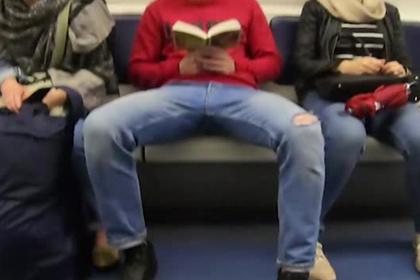 Десятки петербуржцев пострадали из-за раздвинутых ног в метро