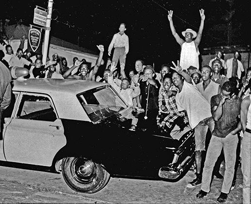 11 августа 1965 года в лос-анджелесском районе Уоттс вспыхнул бунт, который продолжался целую неделю