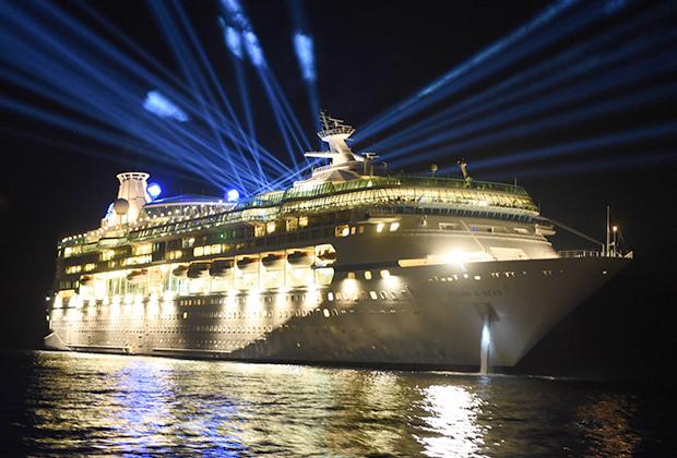 Круизный лайнер Vision of the Seas, на котором проходил форум