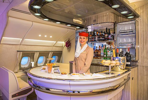 Барная стойка в самолете A380 авиакомпании Emirates