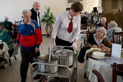 Большинство россиян захотели переложить заботу о стариках на государство