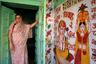 Это жилище находится в индийском Джайсалмере — город расположен посреди Великой индийской пустыни, на перекрестке караванных путей. Изображение на стене — бог мудрости и благополучия Ганеша, покровитель путешественников и предпринимателей.