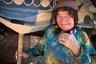 Мадина — кочевница, женщина из племени кашкай, на фоне своего передвижного дома. Зиму кашкайцы проводят на юге страны, а летом отправляются на север.