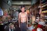 Знаменитый китайский квартал в Бангкоке и один из его обитателей. Квартал начали строить в конце 18 века, и поначалу это было весьма криминальное местечко. Сейчас все гораздо приличнее, туристам можно заглядывать сюда без опаски.
