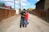 Эта сладкая парочка гуляет по улицам Улан-Батора, столицы Монголии. Помимо прочих достоинств, город по праву гордится титулом самой холодной столицы на Земле.