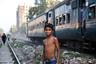 Маленький житель Дакки — столицы и крупнейшего города Бангладеш. Сельское население массово мигрирует в города, где обитает преимущественно в трущобах. В Дакке трущобы занимают около 40 процентов территории.