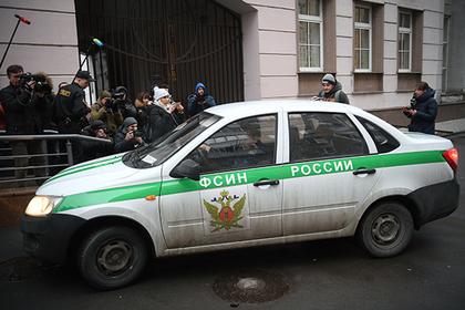 Российский заключенный угнал машину тюремщиков и сбежал из колонии
