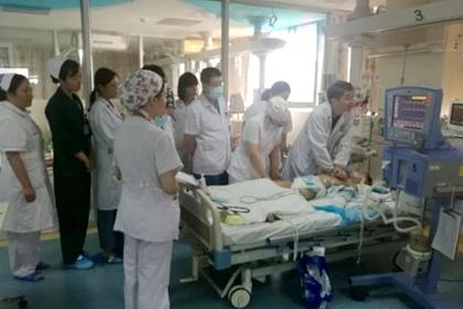Доктора пять часов делали умирающему ребенку массаж сердца и спасли его