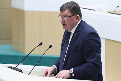 Трем единороссам доверили возглавить региональные парламенты