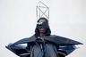 Американский модельер Рик Оуэнс, кажется, с детства не любил овал. Вся его парижская коллекция имеет геометрические формы и острые углы, а вместо шляп на головах моделей появились геометрические фигуры. Дополняют картину очки, напоминающие визор шлема пилота истребителя.