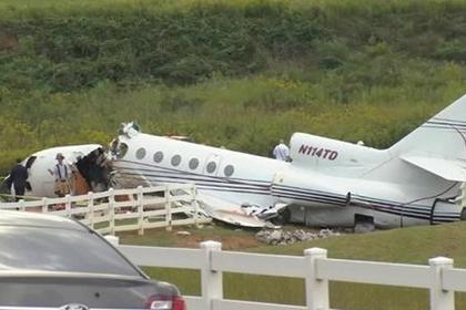 Реактивный самолет развалился пополам при приземлении в США