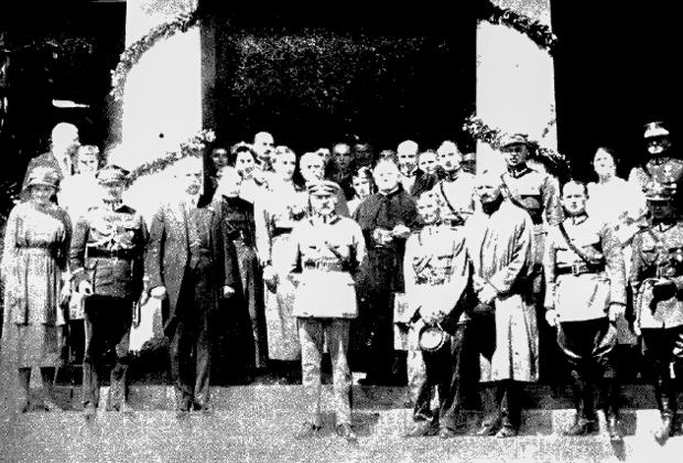Юзеф Пилсудский с соратниками