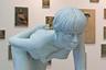 Художник Том Паки (Thom Puckey) изобразил ползущую мраморную женщину. Даже известно, кто это — его коллега художница Изабель Шильц. Ползала она по стенду бельгийской галереи Annie Gentils. <br><br> «На создание макета скульптуры у меня обычно уходит от двух месяцев до года, потом еще месяц на подготовку материалов, а работа с мрамором отнимает три-четыре месяца», — рассказывает Паки.