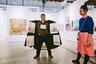 Московская галерея «Пальто» впервые выехала на венскую ярмарку, местным задумка понравилась. Теперь будем ждать австрийских клонов. Автор и исполнитель идеи Александр Петрелли приходит на вернисажи коллег и недорого продает картинки с подкладки. В Москве его можно поймать и с графикой за 1000 рублей, но в Вене, конечно, можно было продать и подороже — от 300 до 2000 евро. <br><br> «Пальто», начинавшееся как перформанс, работает уже больше 20 лет — а первой экспозицией была выставка «Художники за секс» в 1996 году.