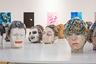 Инсталляция «Комедия» за 50 тысяч евро на стенде бельгийской галереи Nadja Vilenne от художницы Маен Флорин. На комедию работы госпожи Флорин похожи меньше всего. Она рассуждает о поверхностности на светских мероприятиях. Если задуматься о том, как мы себя ведем в обществе, и сравнить с нами настоящими — комедия перерастет в драму.