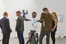 Чешский скульптор Михал Кимала так представляет себе молодого Николу Теслу. Работы можно было посмотреть на стенде галереи Trafo — обладательницы необычно большого для галереи 200-метрового пространства в центре Праги.